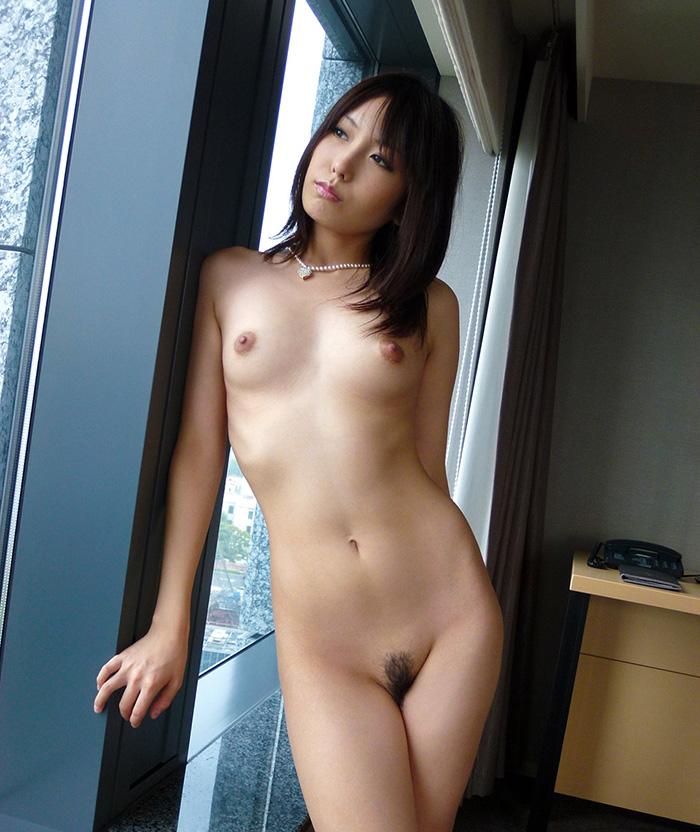細身の美女の全裸!