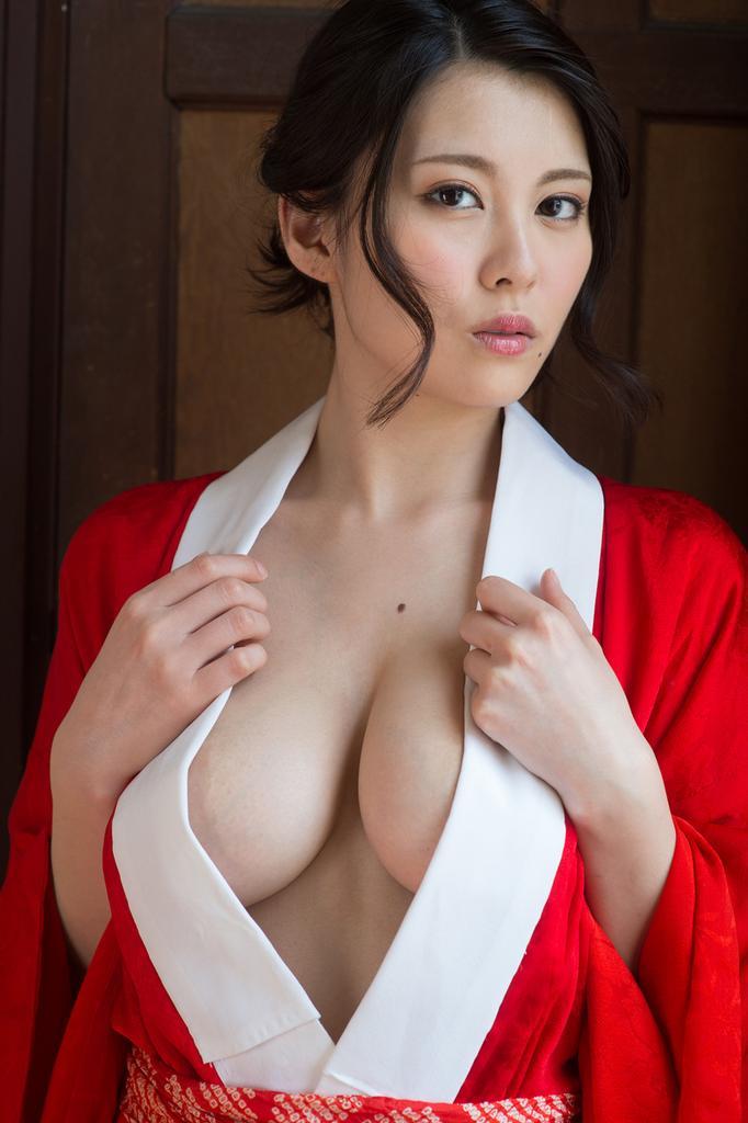 Miko的角色扮演是色情或豐滿美女!