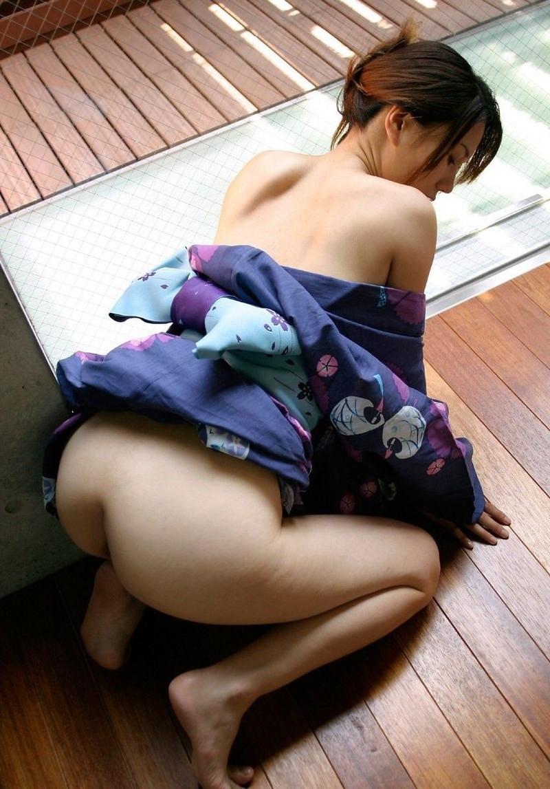半脱ぎの浴衣にムラムラ!