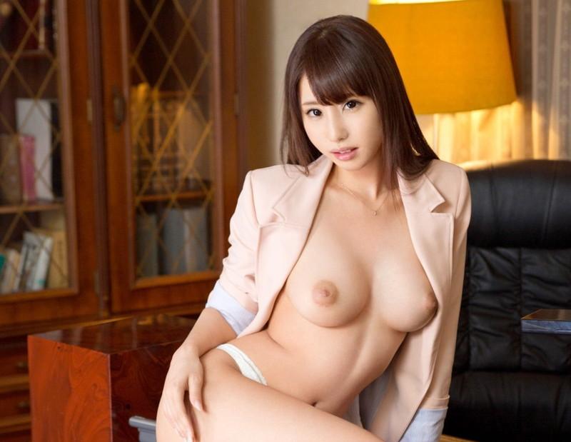 全裸にスーツジャケットがエロいあやみ旬果さん!