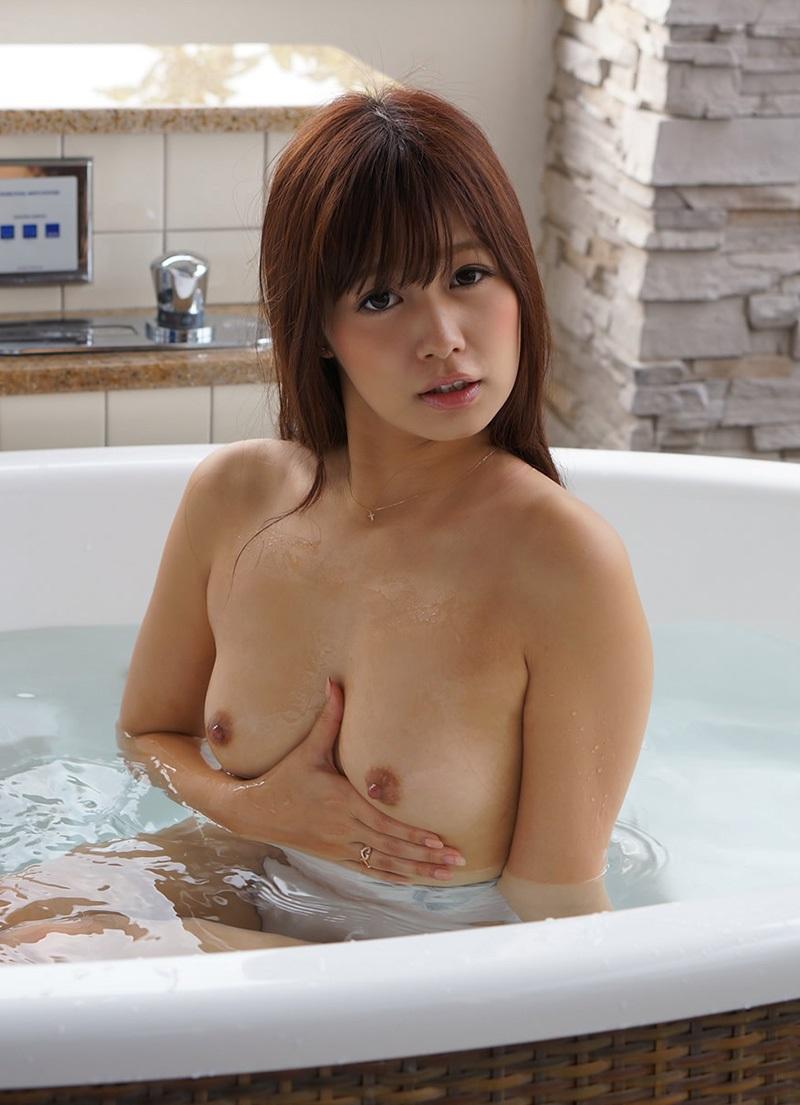 貧乳美女のお風呂シーン!