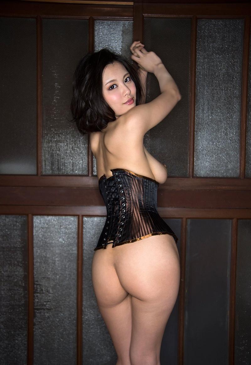 下半身裸の美尻!