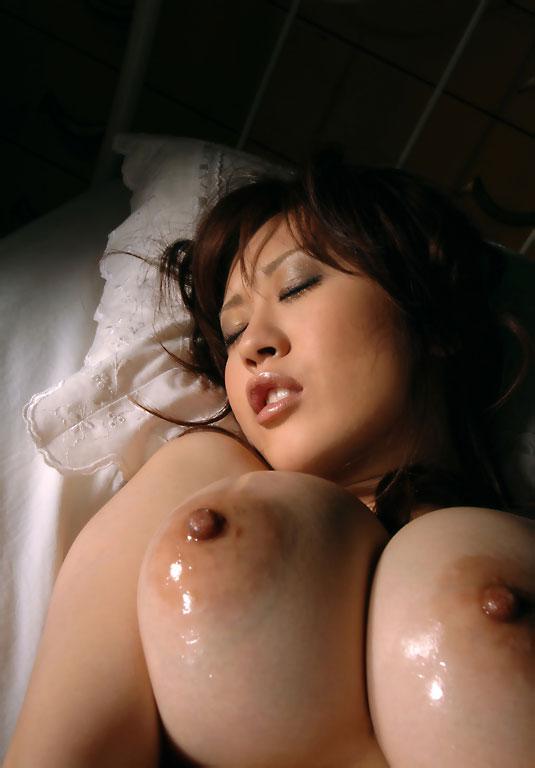 濡れるおっぱいがエロいお姉さんのイキ顔!