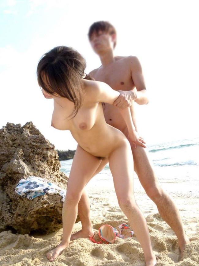 巨乳揺れる野外セックス!