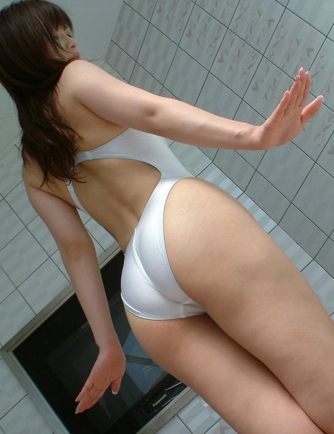 白の競泳水着尻が最高だ!
