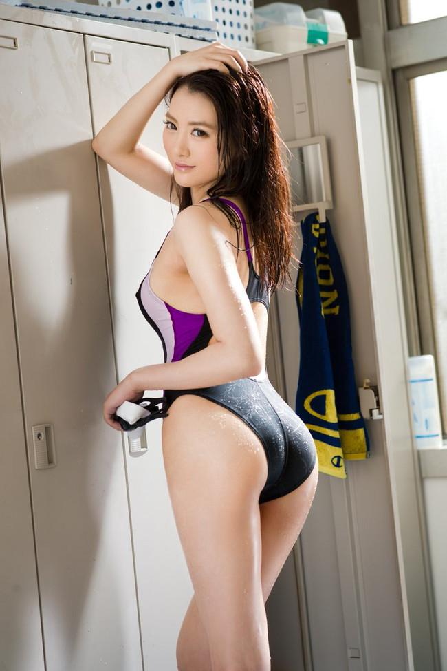 体に張り付いた競泳水着がエロい!