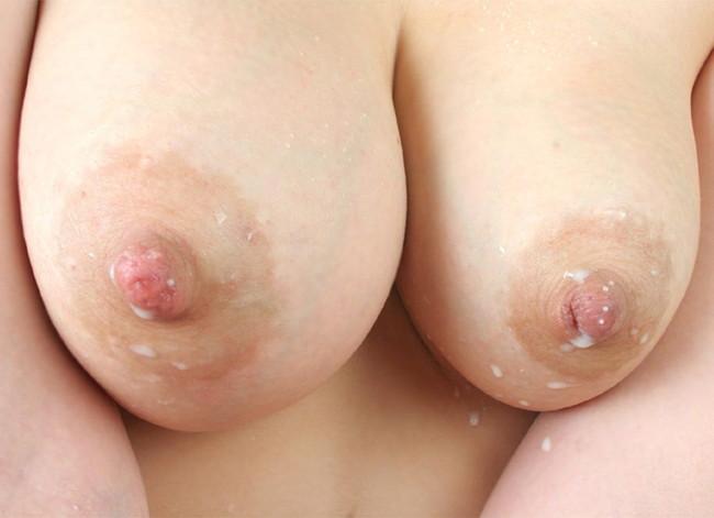 乳首が母乳で白くなっていく…