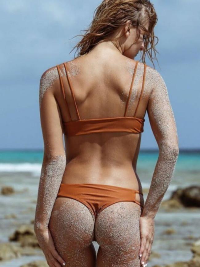 砂にまみれてビーチで遊ぶ!