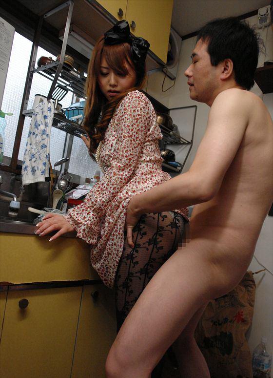 着衣セックスしてる人妻!