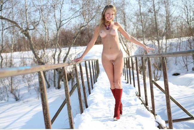 雪の中裸で散歩!