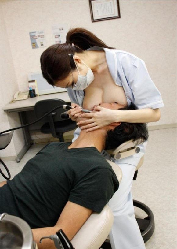 柔らかな巨乳を顔に感じて歯を治療!