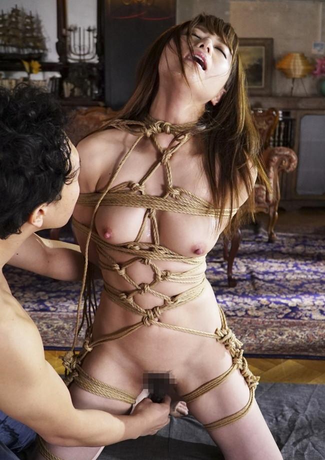 縄とか手錠とか首輪とか…