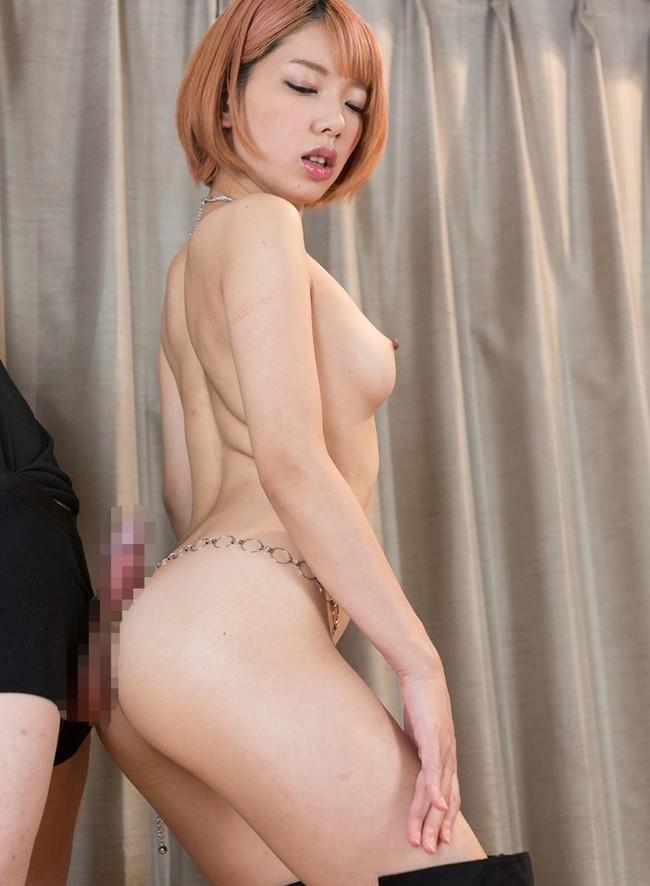 セクシー美女の尻コキ!