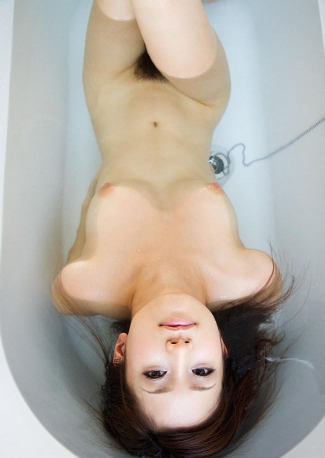 綺麗ななお姉さんが入浴中に全裸!