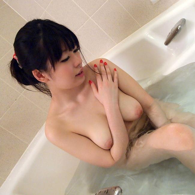 柔らかな巨乳お持ちの美女がセクシー!
