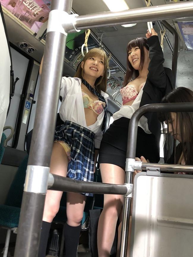 バスの中で露出!