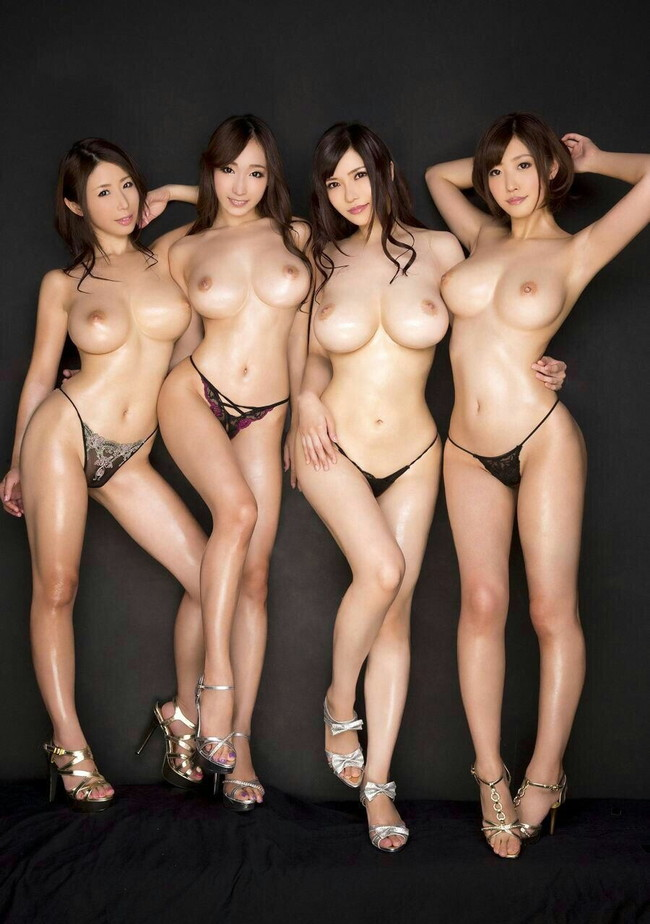 4人ともスタイル抜群!