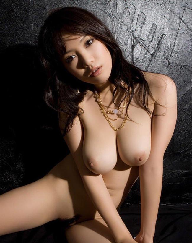 全裸のお姉さんは柔らか爆乳!
