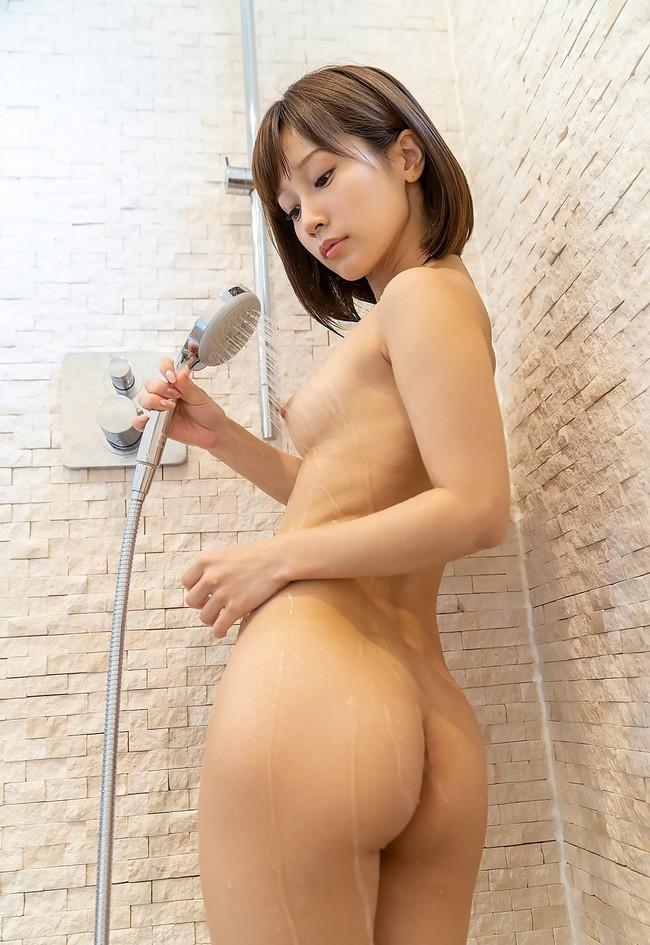 シャワー中の小尻がセクシー!