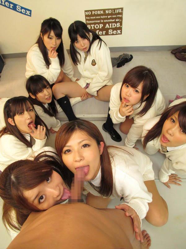 女子校生達がフェラを観察!