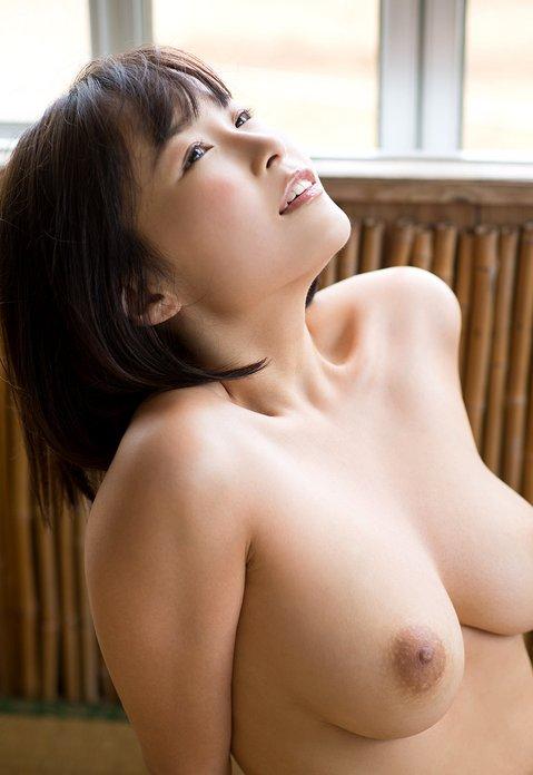 ショートカット美女が美巨乳をお持ち!