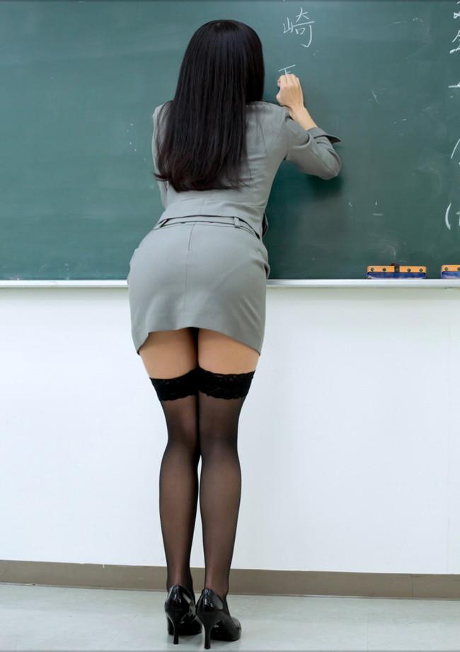 絶対領域がエロい授業中!