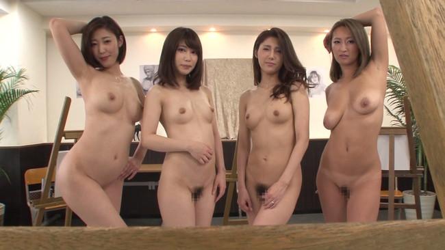 4人の美熟女の裸を同時にデッサン!