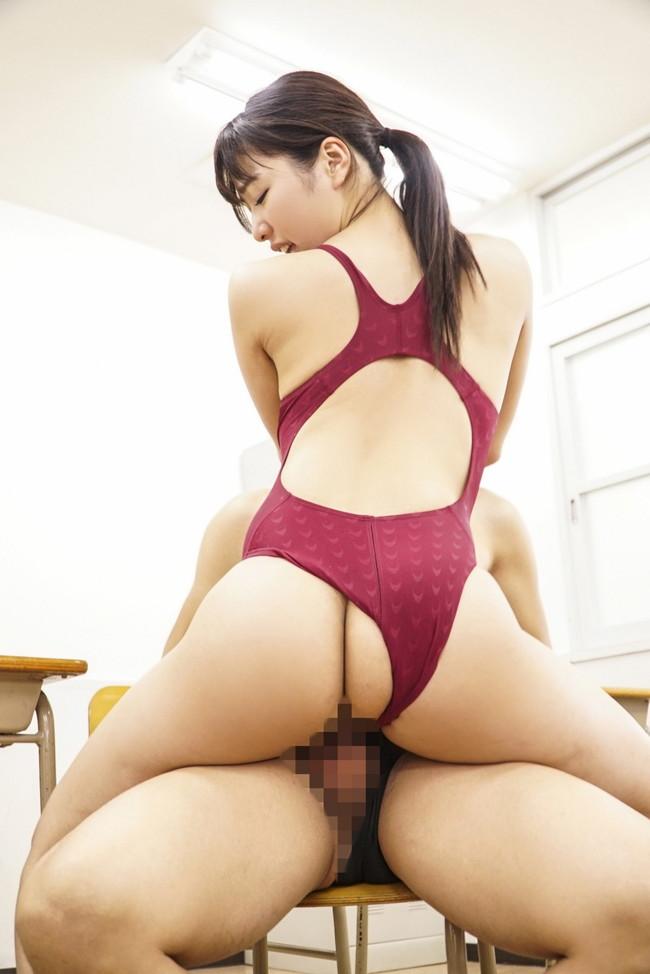 競泳水着姿で教室セックス!