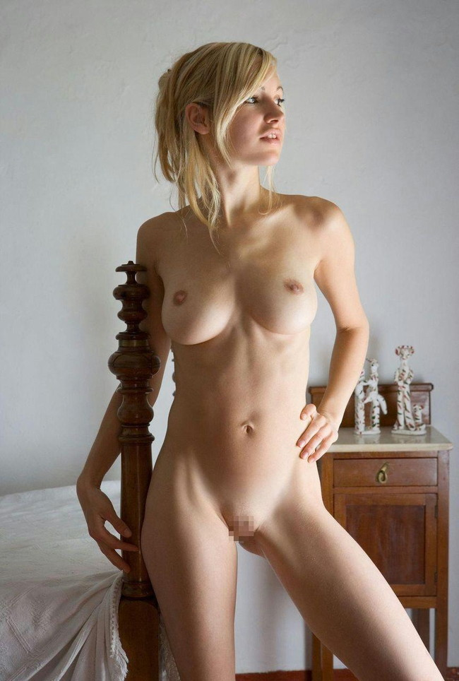 スレンダーな裸に見入ってしまう!
