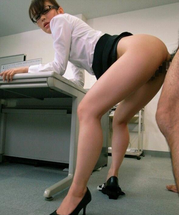 オフィスセックスはヒールはきながら!