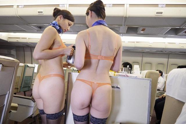 全裸で仕事するスチュワーデス!