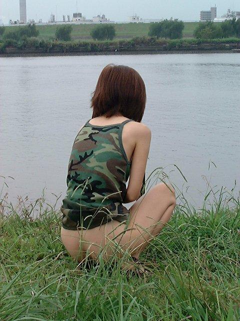 川を眺めながら野ション!