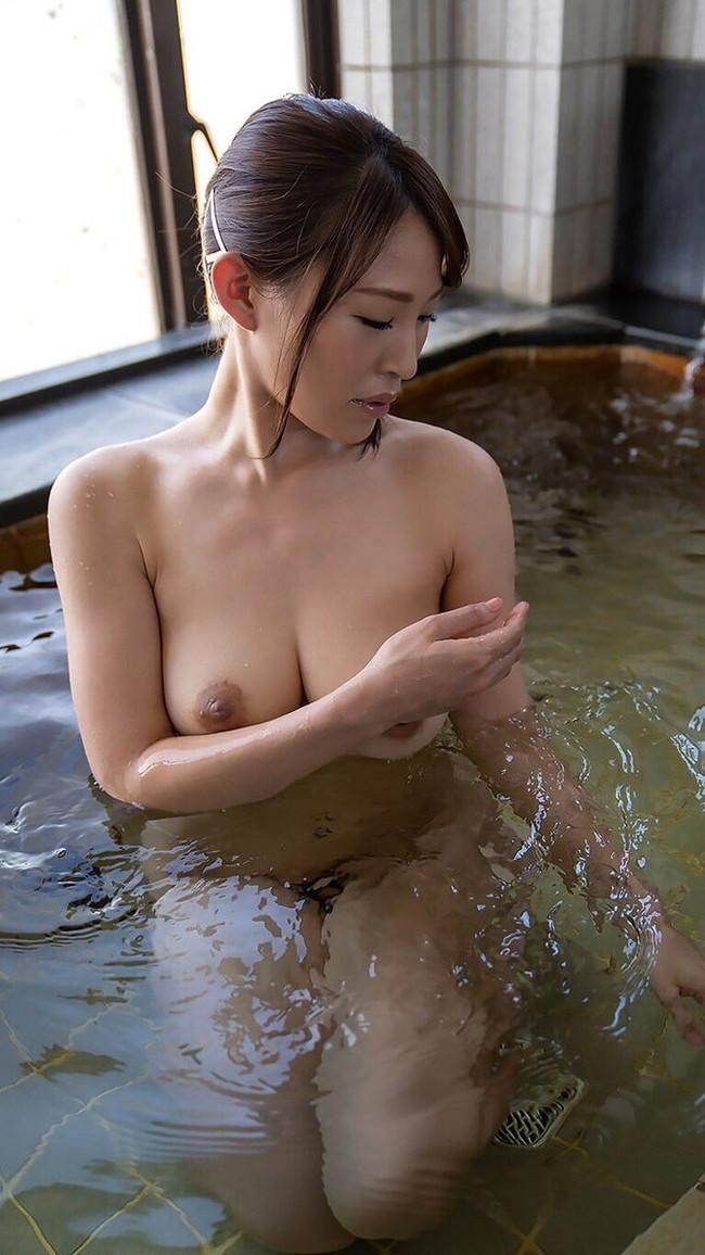 温泉はフルヌード!