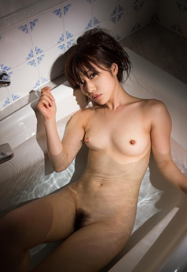 お風呂中のお湯から裸が透ける!