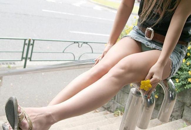 綺麗な脚が魅力的!