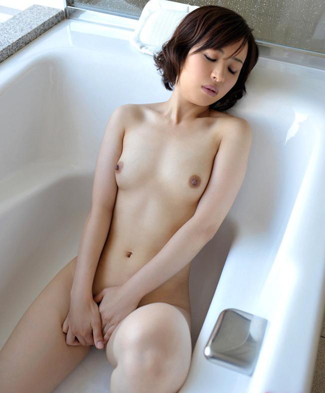 美貧乳お姉さんのお風呂オナニー