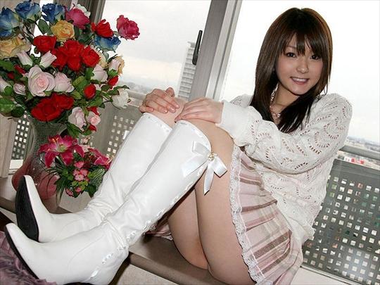 リボンが可愛い白ブーツ