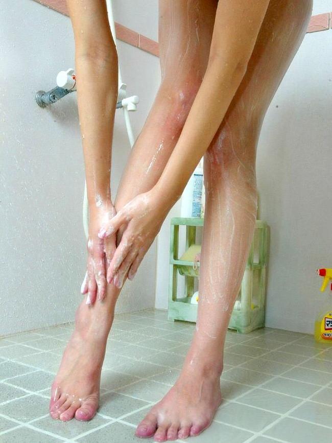 脚をこうやって洗う姿も良いよね