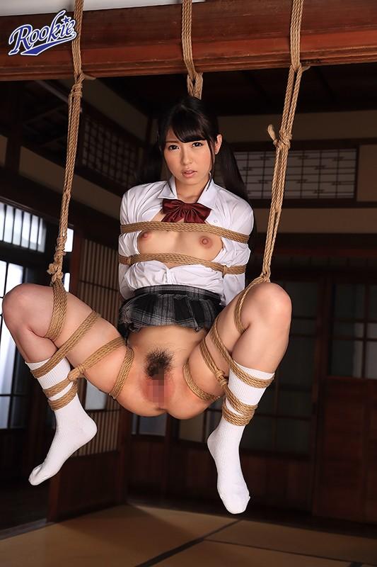 M字開脚で吊るし上げる