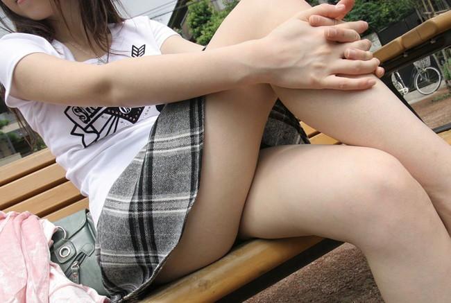 私服娘の足組み
